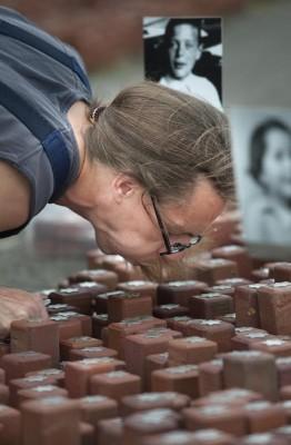 102.000 Stenen op terrein Kamp Westerbork opgeknapt