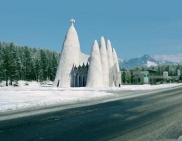 Artist impression van de Sagrada Familia van ijs