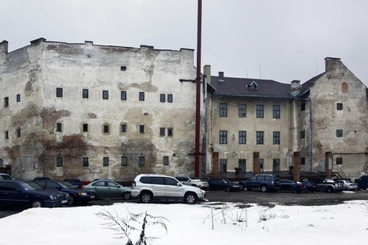 De Lontski-gevangenis, symbool van nazi- en Sovjetterreur. (Lviv, stad van paradoxen)