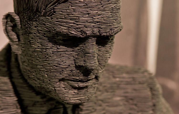 Standbeeld van Alan Turing op Bletchley Park (cc - Antoine Taveneaux)