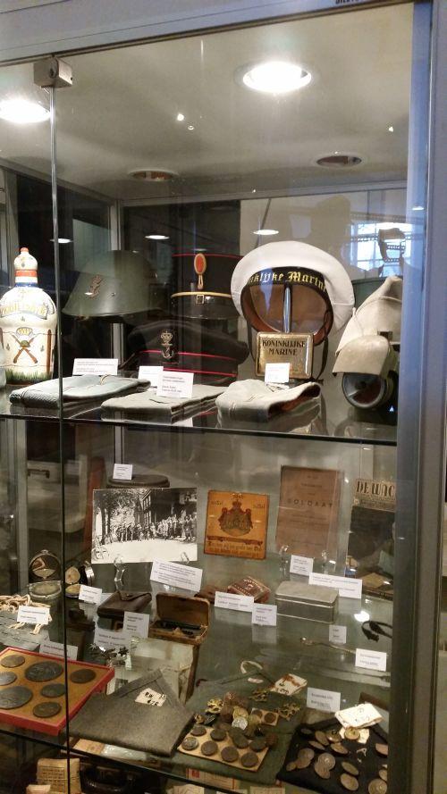 Diverse objecten van het Nederlandse leger.