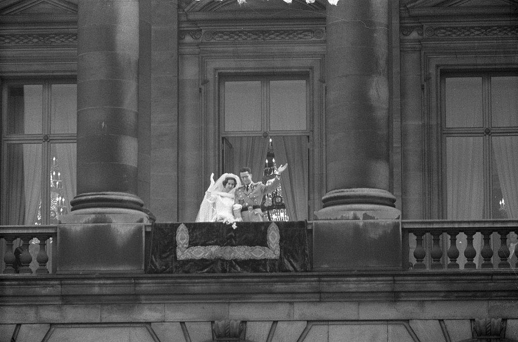 Boudewijn en Fabiola op het balkon bij hun huwelijk (cc - Harry Pot - Anefo - Nationaal Archief)