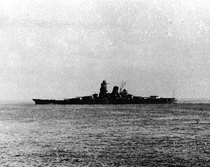 Musashi verlaat de haven van Brunei, 1944