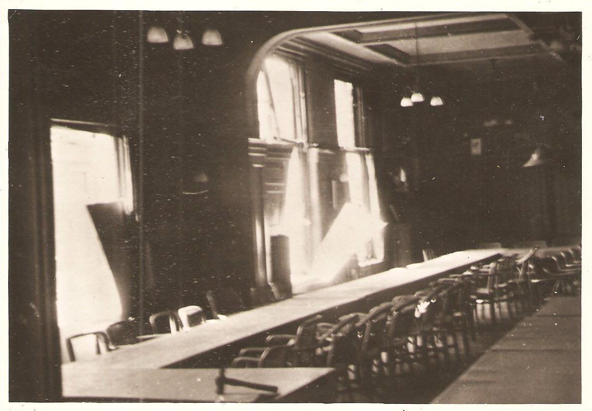 Hotel 'De Wereld', gelagzaal, 1945