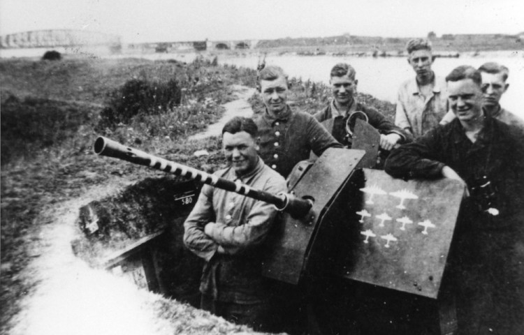 2 cm Flakgeschut bij de zomerdijk aan de Ijssel in Westervoort. Gelders Archief, nr. 1560-1818. Foto: onbekend   1944