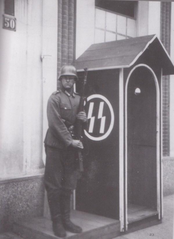 Kampbewaker in Bergen Belsen