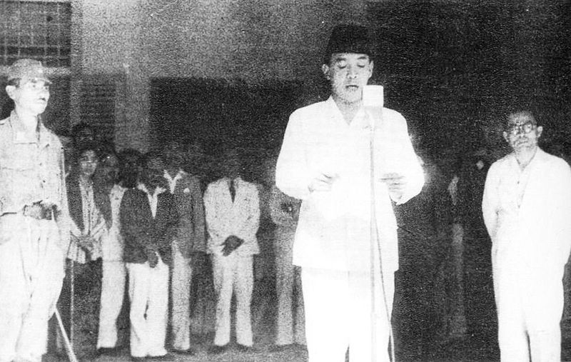 Soekarno roept de onafhankelijkheid uit. Bron: soekarno.net
