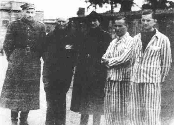 Bevrijding uit Sachsenhausen (LC: 2e van links)