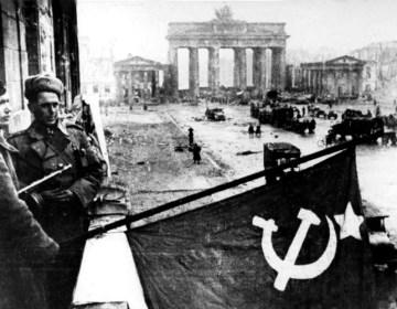 Russen in Berlijn, 1945 (cc - Bundesarchiv)