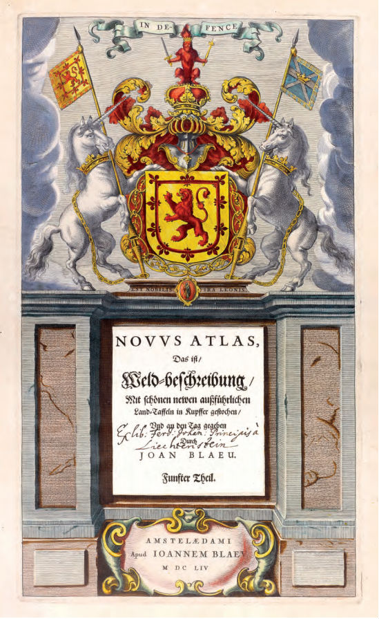 De Deense astronoom Tycho Brahe aan het werk in zijn observatorium. Gravure, afgezet en met goud gehoogd door Dirk Jansz van Santen. Willem Jansz Blaeu studeerde in 1595/96 bij Brahe en Joan Blaeu wijdde in het eerste deel van zijn Atlas Maior (1662) veertien prenten aan de leermeester van zijn vader. Dit voorbeeld van een luxe Blaeu- inkleuring is afkomstig uit de Atlas Relandus in Museum Meermanno.