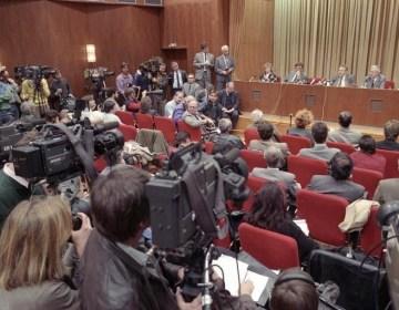 Persconferentie waarin door Günter Schabowski de opening van de Muur werd verkondigd (Bundesarchiv)