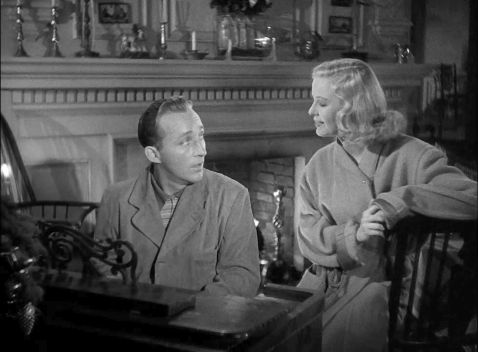 "Bing Crosby zingt ""White Christmas"" met Marjorie Reynolds in ""Holiday Inn"", 1942. © Paramount Pictures """