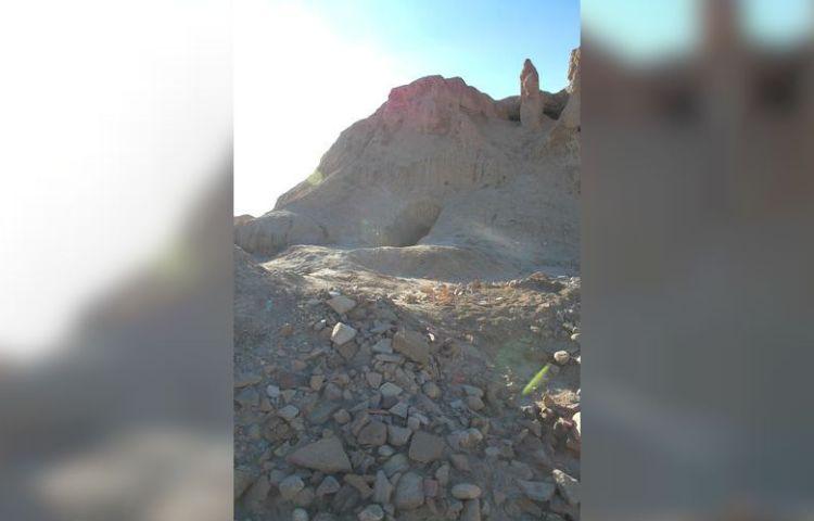 Plundering in Šahr-e Qumis, Iran (2005)
