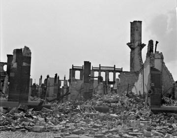 Gevolgen van het bombardement op het Bezuidenhout, gefotografeerd in juni 1945 (cc - Anefo)