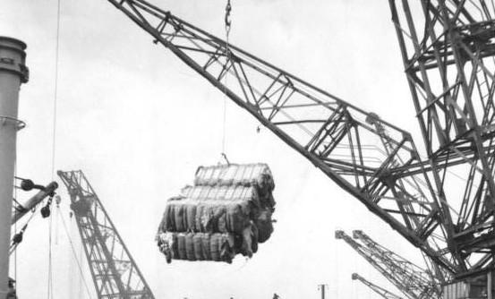 Haven van Bremen: katoen uit de VS, 1949 (Bundesarchiv)