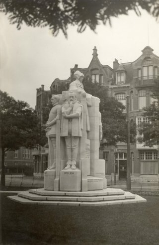Standbeeld van Juliana van Stolberg en haar vijf zoons.
