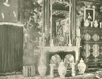 Gobelinzaal met Aziatische voorwerpen en de knikpoppen in Slot Zuylen, 1907