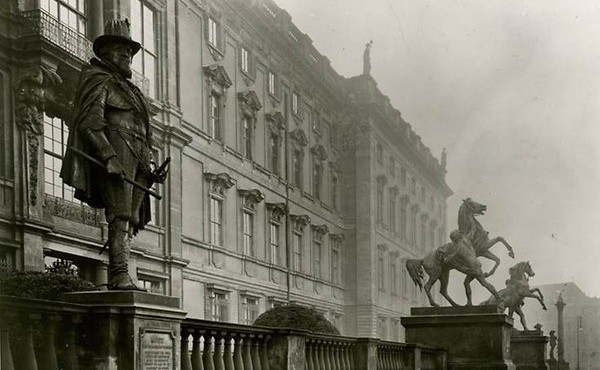 De Oranjebeelden in 1907