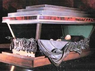 Het behandelde lichaam van Lenin, in het mausoleum (wiki)