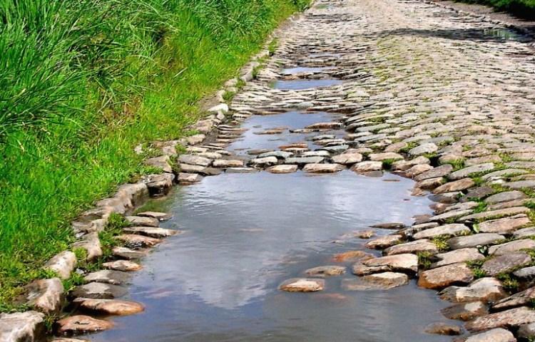 Parijs-Roubaix staat bekend om zijn kasseistroken - cc