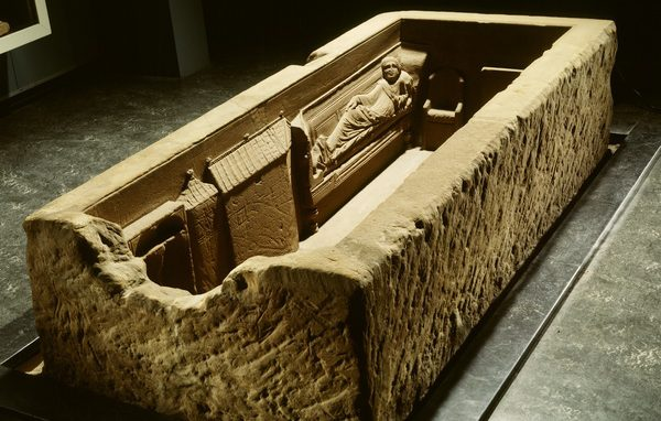 De sarcofaag van Simpelveld (foto Rijksmuseum van Oudheden)