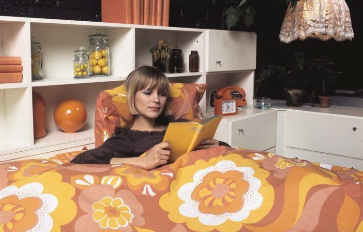 Een kleurige slaapkamer. Slaapkamers werden in de jaren 70 ook leefkamers, zoals deze afbeelding laat zien. Bron: Nationaal Archief/Spaarnestad, Harry Pot (boek p.75)