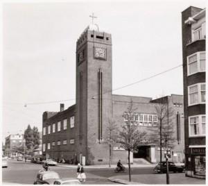 De Thomas van Aquinokerk in Amsterdam, waar Maria aan Ida Peerdeman verschenen zou zijn en die in 2004 gesloopt werd.