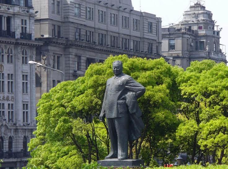 Standbeeld Mao Zedong in Shanghai.
