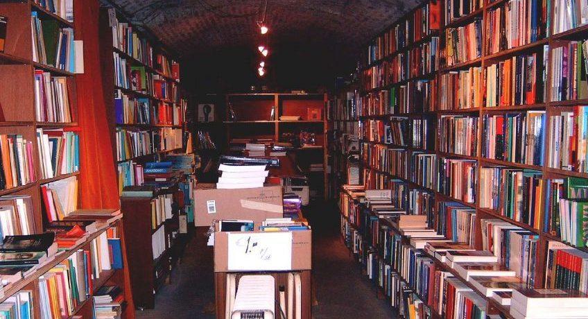 Ramsjafdeling in een boekhandel in Maastricht (wiki)