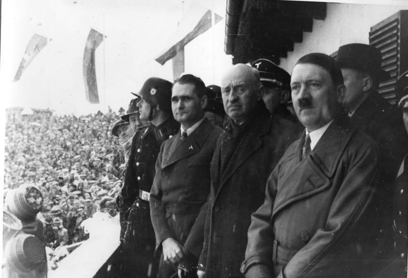 Adolf-Hitler-tijdens-de-openingsceremonie-van-de-Olympische-Spelen-van-1936-cc-Bundesarchiv-e1470674048755.jpg?ssl=1