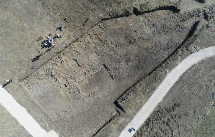Luchtfoto van de cultusplaats (VU)