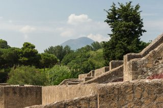 Pompeii, met op de achtergrond de Vesuvius