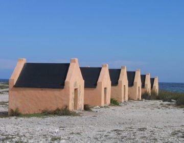 Slavenhuisjes op Bonaire (cc - David Burley)