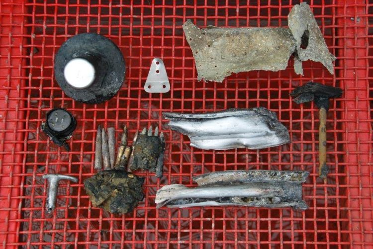 Vermoedelijke resten van het Royal Air Force-toestel dat neerstortte in het IJsselmeer. (Defensie)