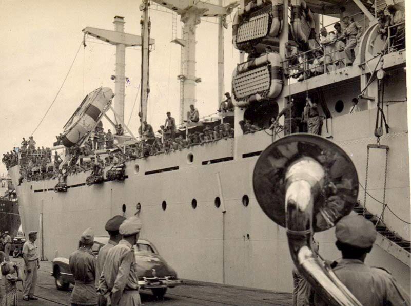 Aankomst nieuwe lichting Nederlandse militairen in voormalig Nederlands-Indië - cc
