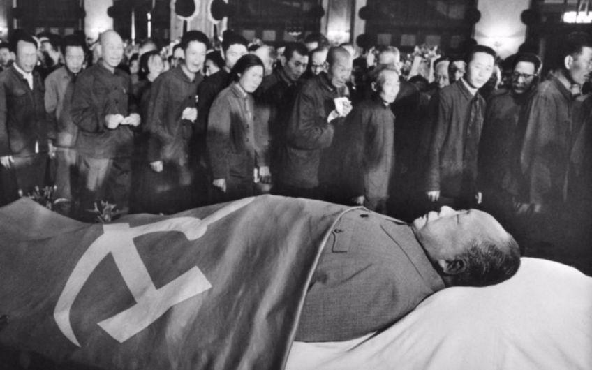 Defilé langs het lichaam van de overleden Mao Zedong - cc