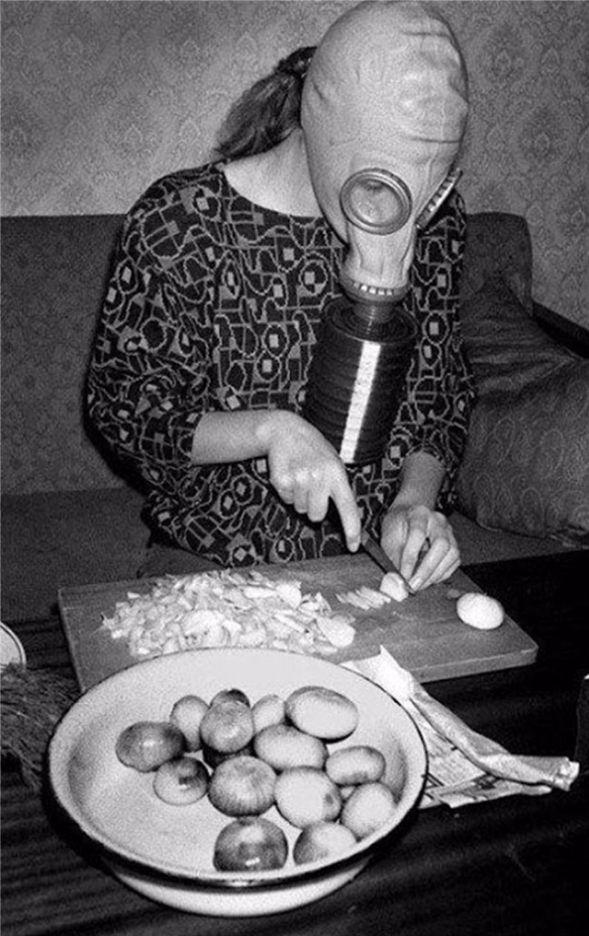 Ook thuis werd het gaskamer gebruikt als keukenhulpje (herkomst foto onbekend)