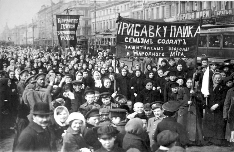 Stakers van de Poetilov-fabriek op 23 februari