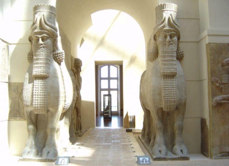 Gevleugelde stieren in het Louvre - cc