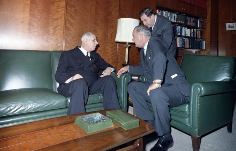 Charles de Gaulle en Lynbdon B. Johnson (r.), 1963