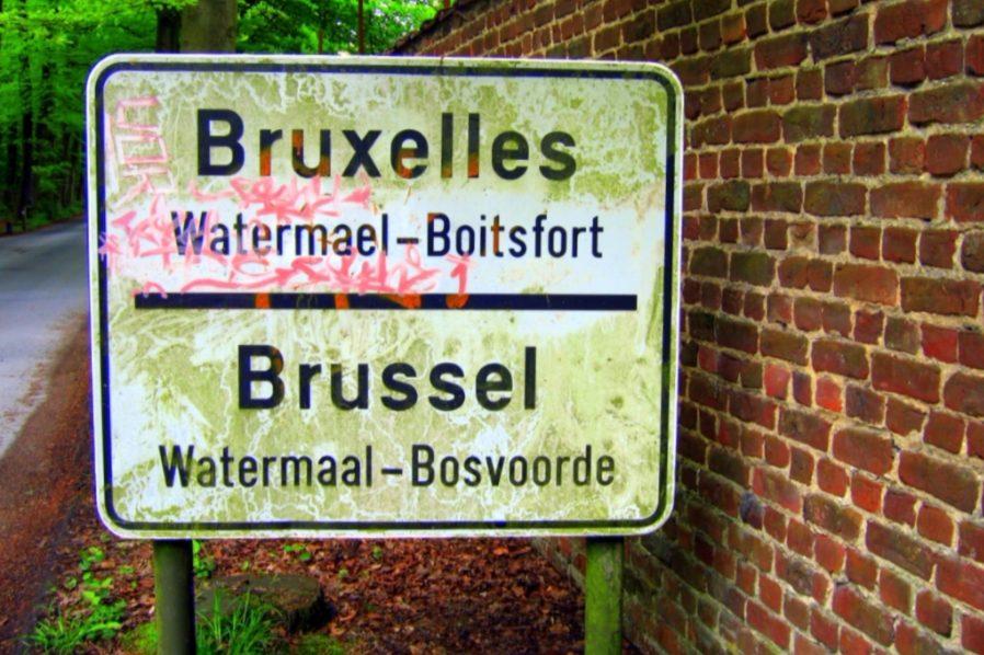 Tweetalig bord bij Brussel - cc