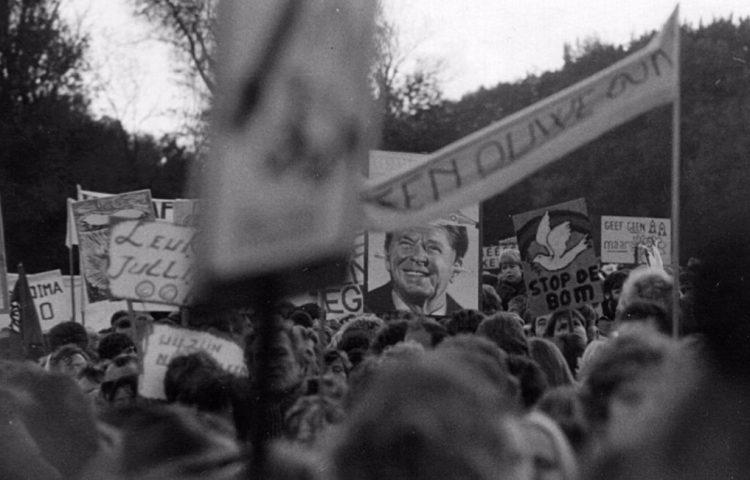 Vredesdemonstratie in Den Haag, 1983, waarbij meer dan een half miljoen mensen op de been kwamen - cc