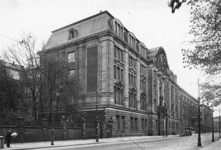 Het beruchte Gestapo-hoofdkwartier aan de Prinz-Albrecht-Strasse 8 te Berlijn. Bundesarchiv