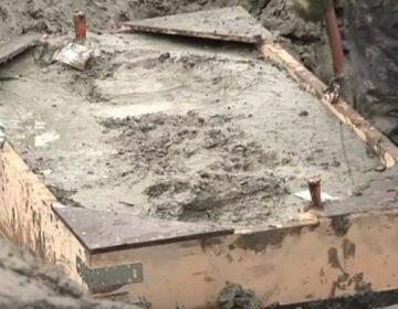 Bak waarin het skelet wordt vervoerd (Still YouTube)