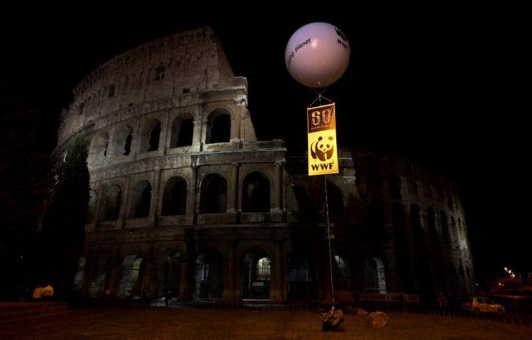 Colosseum tijdens Earth Hour 2008 - cc