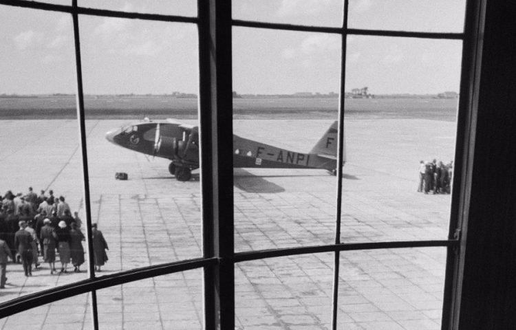 Schiphol, jaren dertig -Foto Annemie of Helmuth Wolff © Monica Kaltenschnee