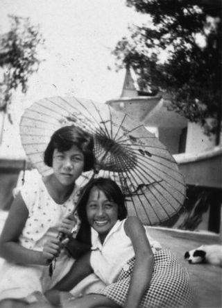 Indische meisjes, jaren '30 te Batavaia (Collectie Stichting Nationaal Museum van Wereldculturen)