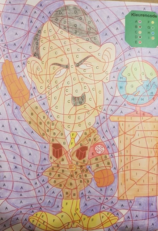 De ingekleurde tekening van Hitler (Facebook)