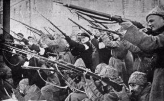 Russische Revolutie - Sovjets vallen de politie van de tsaar aan, 1917