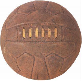 Voetbal zoals die in de jaren dertig veel gebruikt werd - cc